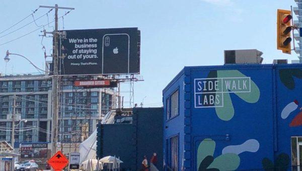 Panneaux publicitaires Apple
