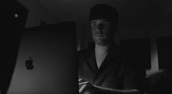 James Blake - Behind The Mac