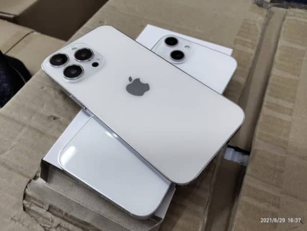 factice iPhone 13