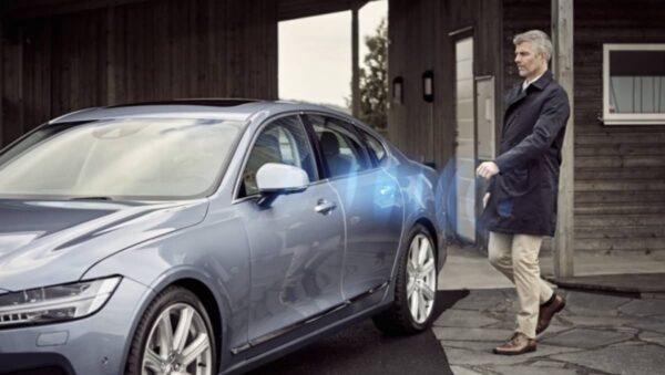 Digital Key 3.0, Apple Car Play